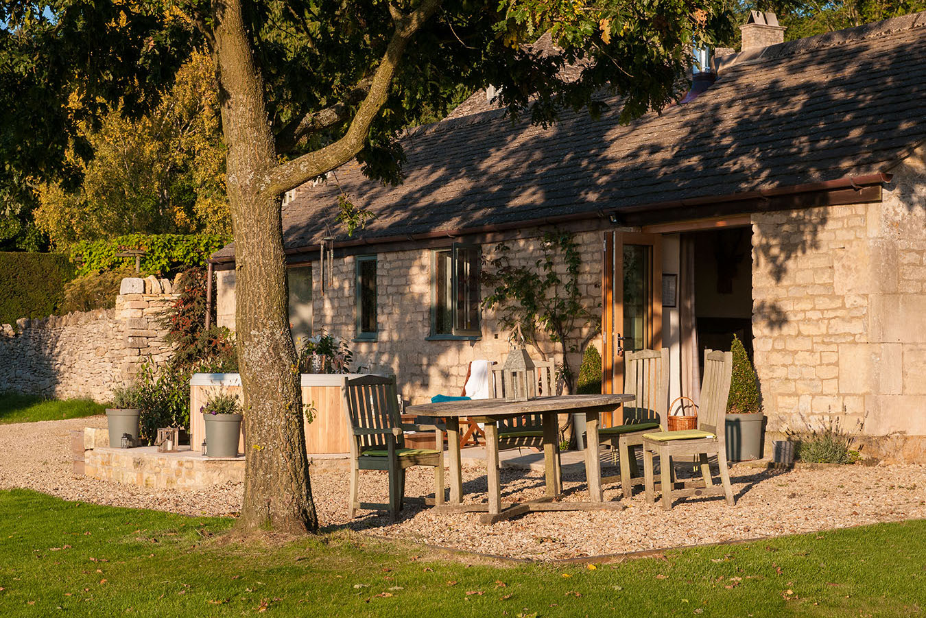 Luxury holiday cottage in the cotswolds dryhill cottage for Cotswold cottage house plans